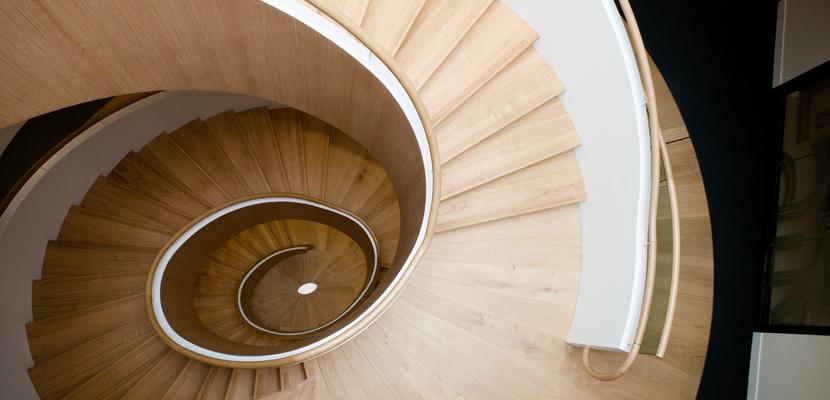 Escalier monumental vue dessus LNA Santé