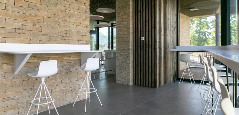 Agencement siège social LNA Santé vertou salle restaurant