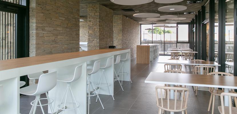 salle de restaurant siège LNA Santé