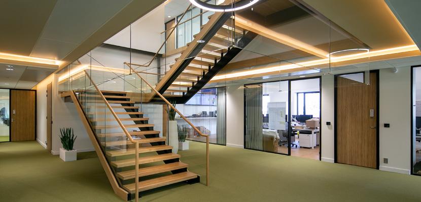 Escalier siège social LNA Santé
