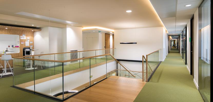 couloir siège social LNA Santé