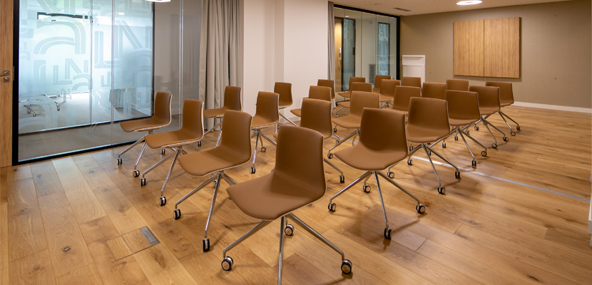 parquet salle de réunion siège LNA Santé